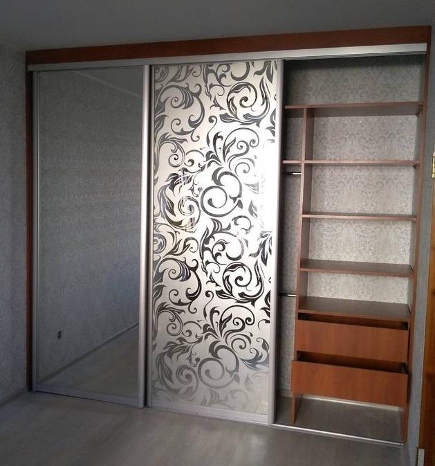 Бельевой шкаф-купе-Шкаф-купе с пескоструйным рисунком «Модель 244»-фото2