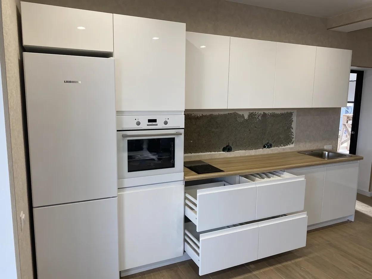 Белый кухонный гарнитур-Кухня МДФ в эмали «Модель 570»-фото3