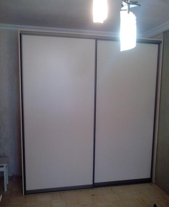 Белые шкафы-купе-Шкаф-купе из ЛДСП «Модель 42»-фото1